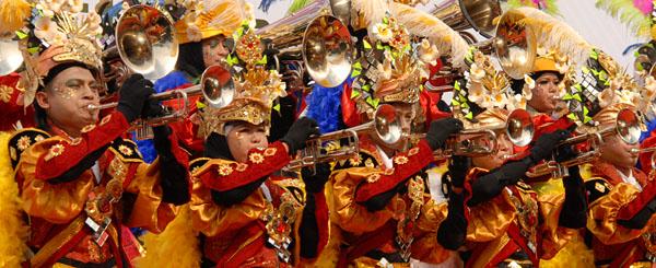 spektakuler penampilan perdana kukar fashion art carnival